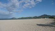 La plage et les Albères au loin