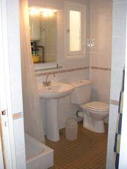 La salle de Bain et ses toilettes